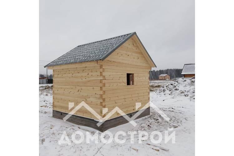 Зимой построили дом и баню, из зимнего леса.