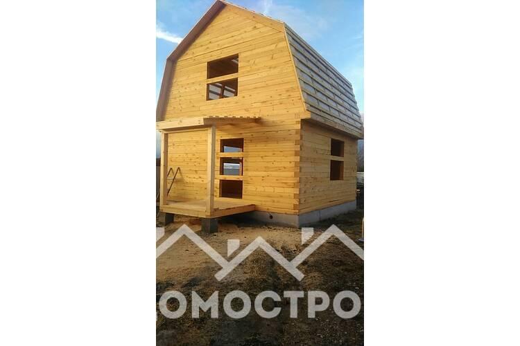 Закончили строительство дома 6х6 из строганного бруса, фронтоны из бруса.Ленточный фундамент.
