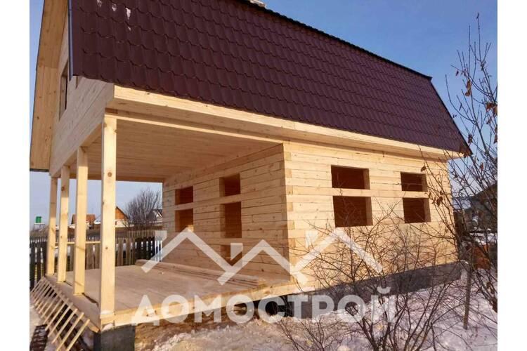 Закончили строительство дома из бруса, строганного с обеих сторон 6 х 6 с террасой 6х3. Дома и бани можно строить не только летом , но и зимой. Весной и детом уже можно делать отделку. В строительстве использовали свежий, зимний лес.